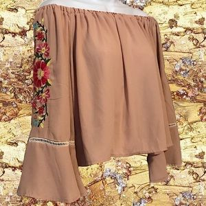 2for$30 GIANNI BINI Embroidered  Bell Sleeve Crop…